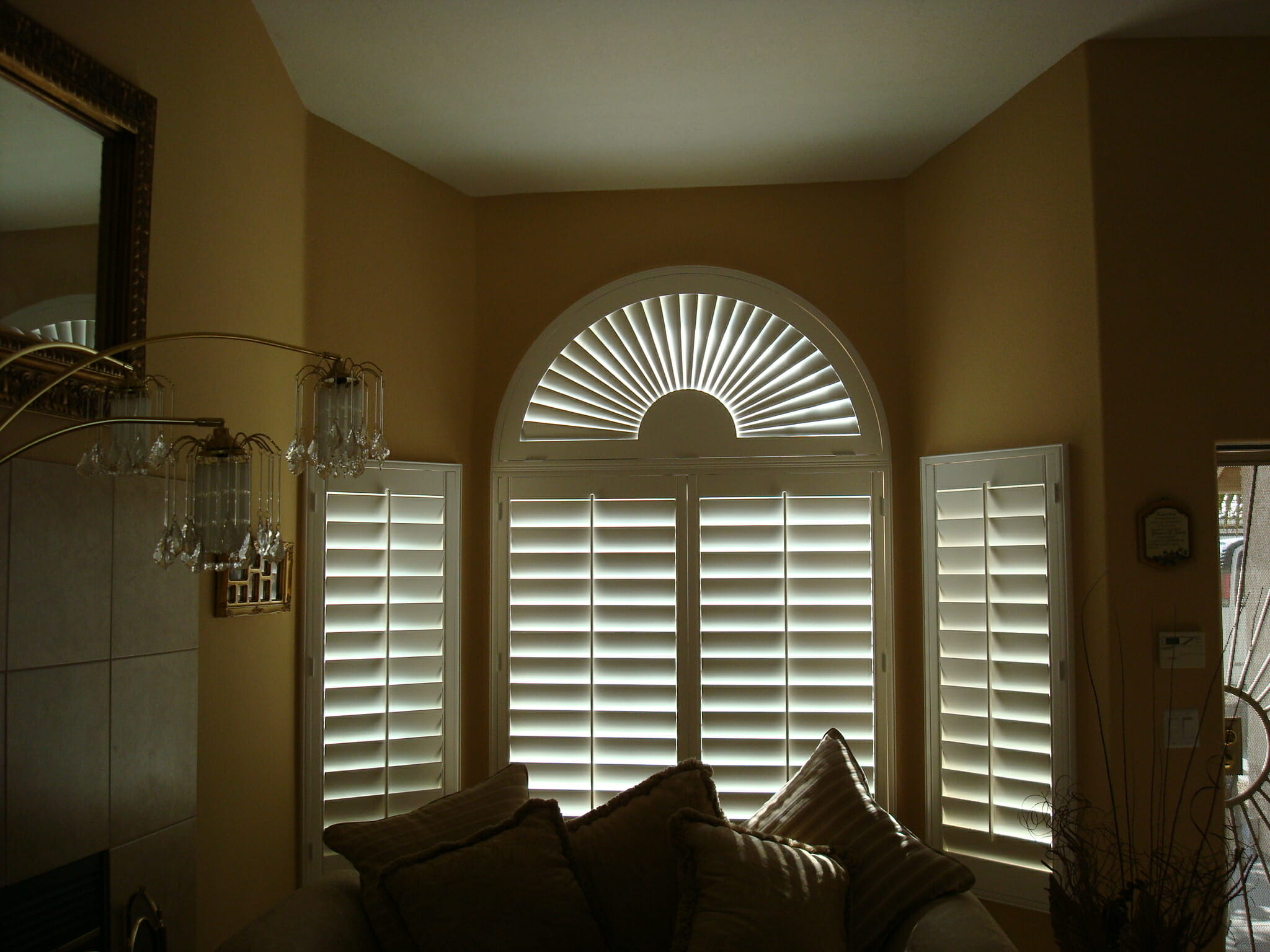 Arched shutters 3 blind mice window coverings san diego ca for Window treatments with shutters